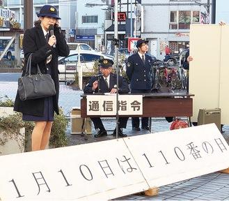 デモンストレーションする松林さん(左)