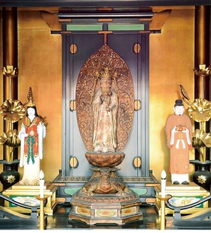 龍宮伝来浦島観世音像(中央)など浦島太郎にまつわるものが数多く残る