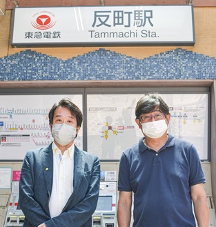斎藤会長(右)と足立代表取締役