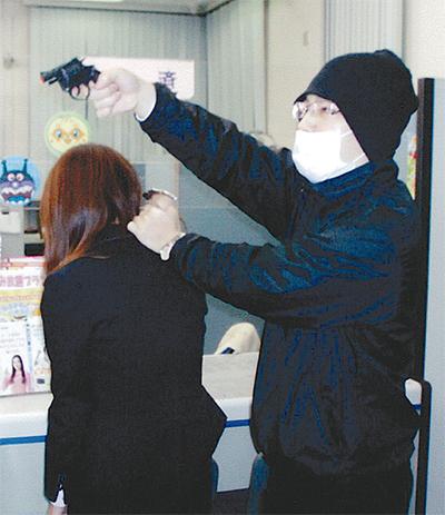 いざに備え強盗訓練