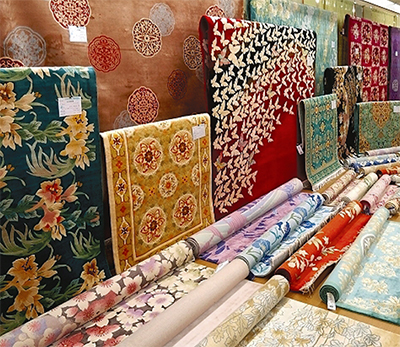 世界中の絨毯(じゅうたん)500点以上