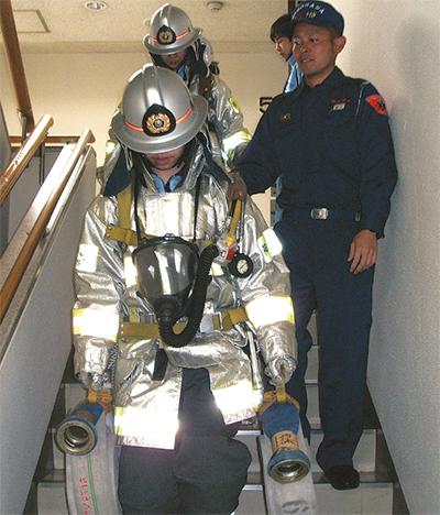 中学生が1日消防士に