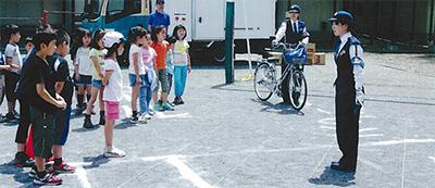 神橋小で交通安全教室