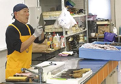 市場で料理教室