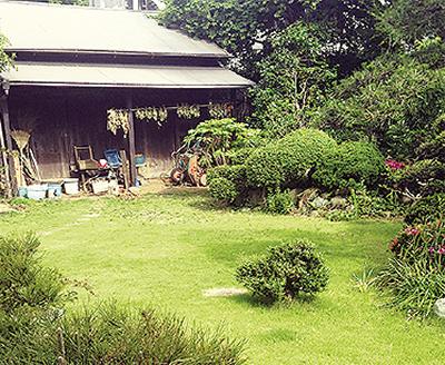 木々囲む一軒家で寄席