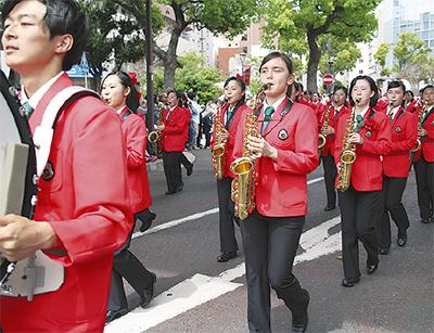 64団体3500人がパレード