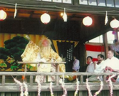 八幡神社で神楽