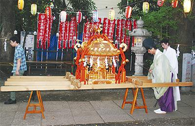 笠䅣(のぎ)稲荷神社で例大祭