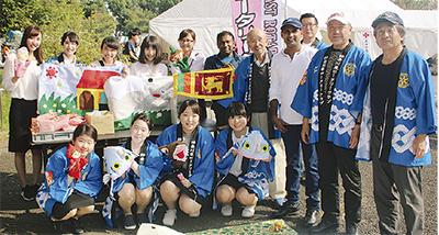 募金活動を続ける神奈川東RCのメンバーら