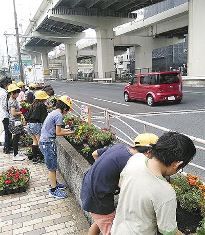 地域協力で花壇づくり