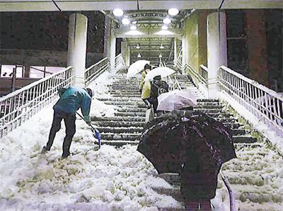 除雪に緊急出動