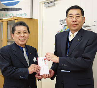 長谷川会長(左)と和田区長