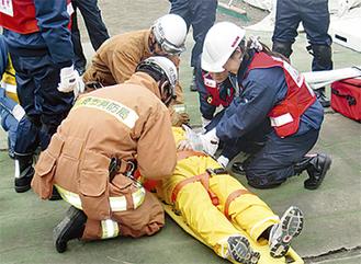 消防局らと合同訓練を重ねた