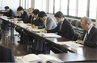 市議と行政職員による市政研究会で課題を抽出