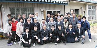 ロータリーのメンバーと生徒たち