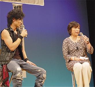 軽快なトークで会場を沸かせたベッキーママ(右)と和太鼓奏者・古里祐一郎さん(左)