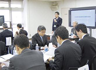 冒頭で連絡会会員に協力を求める石澤桂司座長