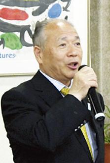 挨拶する持田会長