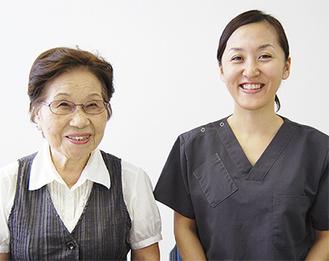 相談員の五島シズさん(左)と崎山美香さん