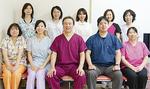 菅野院長(前列中央)とスタッフの皆さん