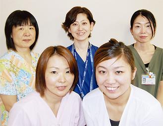 左上から名古屋靖子主任、田中明子師長、大石麻紀主任、左下から八木由美さん、比佐奈保子さん
