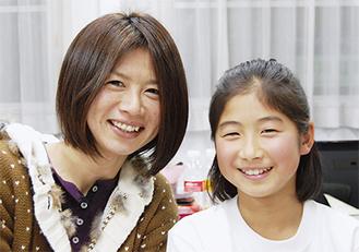 2人3脚で夢を追う渡部春雅さん(右)と母・佐和子さん