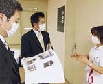 汐見台病院の現地調査で職員から施設の説明を受ける