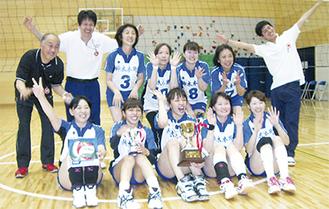 優勝した神木本町自治会チームのメンバー
