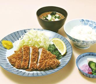 贅沢な1枚ヒレ肉が味わえる限定ヒレかつ昼定食。6月からの新メニューとして人気急上昇中だ!