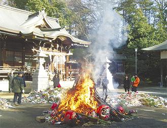 昨年の馬絹神社どんど焼きの様子