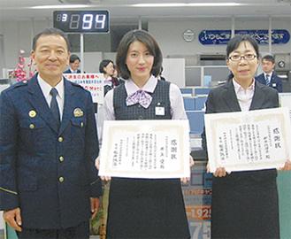 右から松井署長、井上さん、新牛込さん