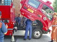 署員が消防車両整備学ぶ