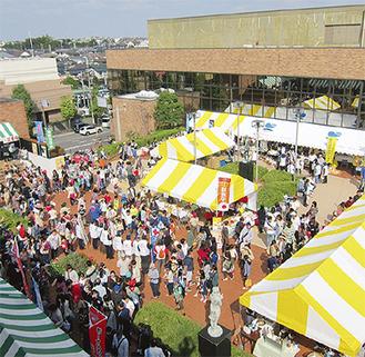 多くの人で溢れた区民祭会場