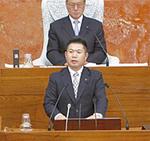 代表質問でスポーツ行政を質す飯田