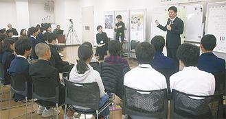 子どもたちの発表を聴き市の取り組みなどを話す福田市長