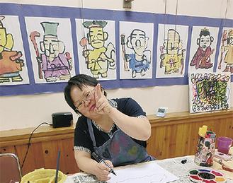 精力的に創作活動を続けるアーティストの1人の原田さん