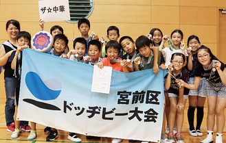 高学年優勝の「ザ☆中華」のメンバー