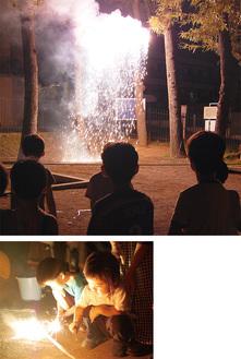 フィナーレを飾った仕掛け花火(上)、夢中で楽しむ子どもたち
