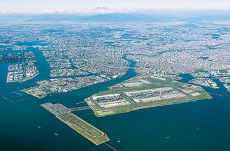 羽田連絡道路の整備が進む、川崎区の臨海部=市提供