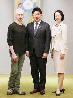 マラーホフさん、福田市長、針山祐美さん(左から)