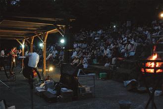 幻想的な雰囲気のライブ会場(過去開催)