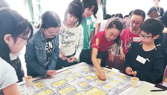 小学生も参加したワークショップ=10月5日・土橋小