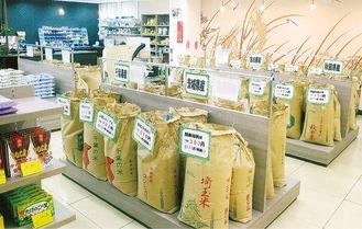 常時、約50種の米が並ぶ