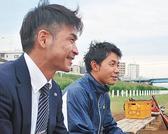 練習を見つめる石倉監督(右)と高橋コーチ