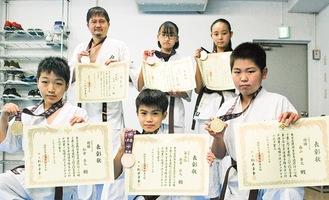 左上から時計回りに相澤さん、本山さん、増田さん、森山君、新井君、松倉君