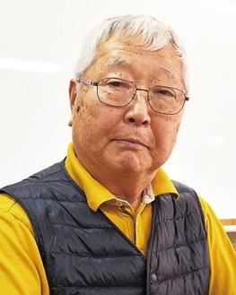 質問に答える松本俊一実行委員長