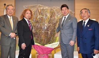 左からJA組合長 原修一さん 支部長名古屋徹さん福田紀彦市長 相談役 吉田義一さん