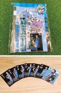文房具セット(上)とトレーディングカード©川崎フロンターレ