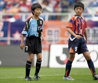U-12時代の三笘選手(左) ©川崎フロンターレ