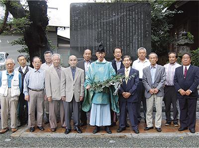 馬絹神社の由来碑完成